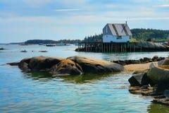 Port de pêche scénique du Maine avec le dock pittoresque photo libre de droits