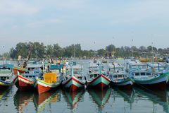 Port de pêche de Sungailiat à la ville de Sungailiat image libre de droits