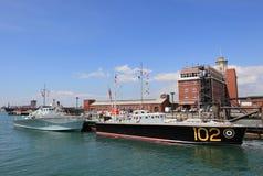 Port de Portsmouth avec des navires de guerre Photo stock