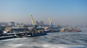 Port de réparation de navire-grue en Ukraine Images libres de droits