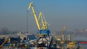 Port de réparation de navire-grue en Ukraine Photographie stock