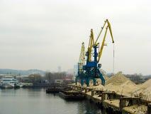 Port de réparation de navire-grue en Ukraine Image stock