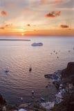 Port de Santorini - d'Amoudi d'Oia au crépuscule Image libre de droits