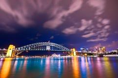 Port de Sydney la nuit Images libres de droits