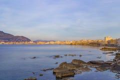 Port de Trapani en Sicile, Italie au crépuscule Photos stock
