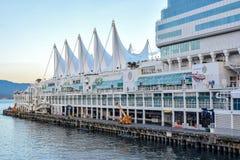 Port de Vancouver à l'endroit du Canada, un port de bateau de croisière et un centre de convention images libres de droits