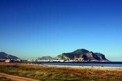 Port de ville de Palerme et support de Pellegrino, Italie Photographie stock libre de droits
