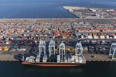 Port de vue aérienne des récipients de cargaison de Los Angeles Image stock
