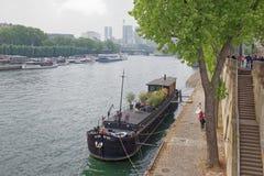 Port Debilly panna młoda pochodzi od statku z jej relat Fotografia Royalty Free