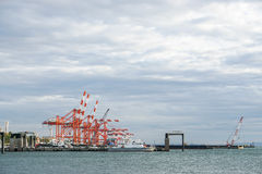 Port den mobila kranen som tas i Yokohama port i Japan Royaltyfri Bild