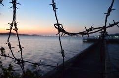 Port drutu kolczastego ogrodzenie Obraz Royalty Free