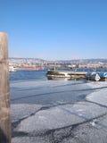 Port eller pir i vinter Arkivbild