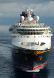 Port entrant de bateau de croisière de Disney Photo stock