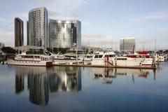 Port et horizon de San Diego reflétés Photo libre de droits
