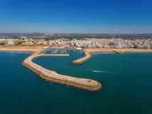 Port et plages de Quarteira, vue de ciel Photographie stock libre de droits