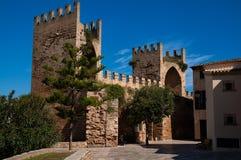 Port för Alcudia stadsvägg Fotografering för Bildbyråer
