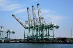 Port för att ladda containres Arkivbild