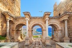 Port för Hadrian ` s - ingång till Antalya, Turkiet royaltyfria bilder