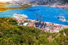 Port för St Thomas Cruise med kabelvagnen Royaltyfri Bild