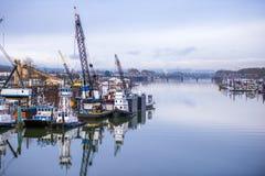 Port fluvial industriel sur le fleuve Columbia à Portland images stock