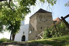 Port från stärkt kyrka i Transylvania royaltyfria foton