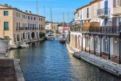 Port Grimaun, yachts et architecture Photographie stock