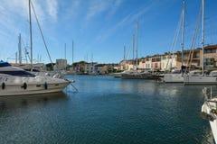 Port Grimaun, yachts et architecture Images stock