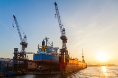 Port Hamburg, Niemcy, przy zmierzchem Obrazy Royalty Free