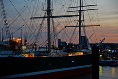 Port Hamburg przy nocą fotografia royalty free