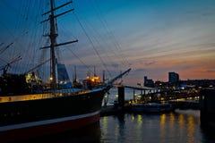 Port Hamburg przy nocą obraz stock