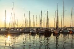 Port i solnedgången Arkivfoto