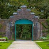 Port i trädgården arkivfoto