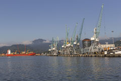 Port industriel à Batumi, la Géorgie Photo stock