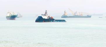 Port industriel de Singapour de cargos image libre de droits