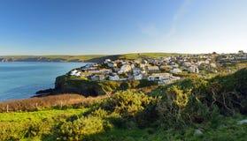 Port Isaac, ett litet och pittoreskt fiskeläge på den atlantiska kusten av norr Cornwall, England, Förenade kungariket som är ber arkivbilder