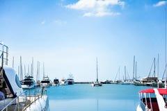 Port jacht na wybrzeżu na niebieskiego nieba tle Obrazy Royalty Free