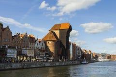 Port-kranen är en historisk stadsport med en lyftande mekanism i Gdansk poland Arkivfoto