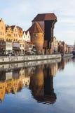 Port-kranen är en historisk stadsport med en lyftande mekanism i Gdansk poland Royaltyfri Foto