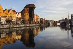 Port-kranen är en historisk stadsport med en lyftande mekanism i Gdansk poland Royaltyfri Fotografi