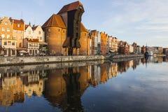 Port-kranen är en historisk stadsport med en lyftande mekanism i Gdansk poland Royaltyfria Foton