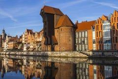 Port-kranen är en historisk stadsport med en lyftande mekanism i Gdansk poland Royaltyfri Bild