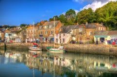 Port les Cornouailles Angleterre R-U de Padstow avec des bateaux dans HDR coloré brillant Photo stock