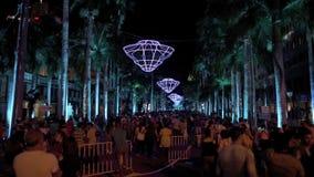 PORT LOUIS, MAURICIO - 4 DE DICIEMBRE DE 2015: Festival de la cultura contemporánea Demostración de la luz de la noche en Port Lo almacen de metraje de vídeo