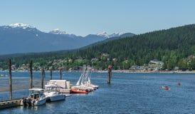 Port lynniga Kanada - Maj 28, 2017, Rocky Point Spray Park, segelbåtsprtaktiviteter Arkivbild