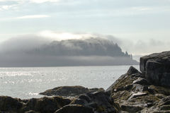 Port Maine de barre d'île de porc-épic couvert en brouillard un matin ensoleillé Photographie stock