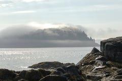 Port Maine de barre d'île de porc-épic couvert en brouillard un matin ensoleillé Photographie stock libre de droits