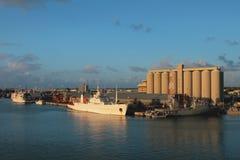 Port maritime au coucher du soleil Port Louis, Îles Maurice Images stock