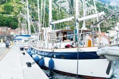Port maritime avec des yachts Photos libres de droits