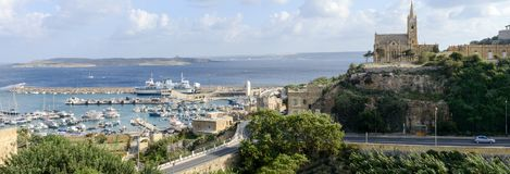 Port Mgarr na małej wyspie Gozo, Malta - zdjęcia stock