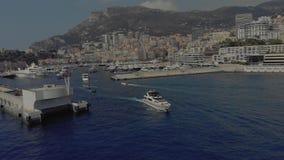 Port morski Monaco z Yahts i Å'odziami Monte Carlo, miasto Francja, z domami i kasynem zdjęcie wideo